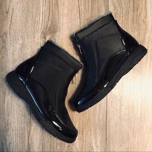 NWOT Totes warm black winter ankle booties
